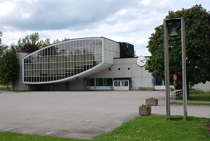 Bild 6: Katedralskolan i Växjö, byggd 1958. Fotograf: Bengt Oberger (CC BY-SA) [22]