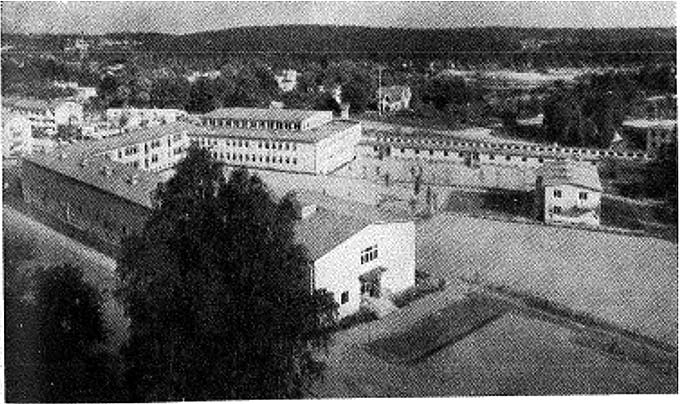 Bild 4: Mariekällskolan i Södertälje. Bilden inskannad från Kommunal skoltidning 1965:1, s. 37. Grundskolans genomförande i Stockholm, Växjö och Tierp