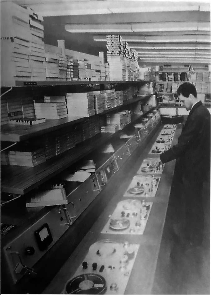 Snabbkopieringsanläggning för ljudband. Källa: Stockholms skoldirektions årsberättelse 1969, s. 47